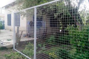 забор-из-сварной-сетки-разновидности-и-материалы-5